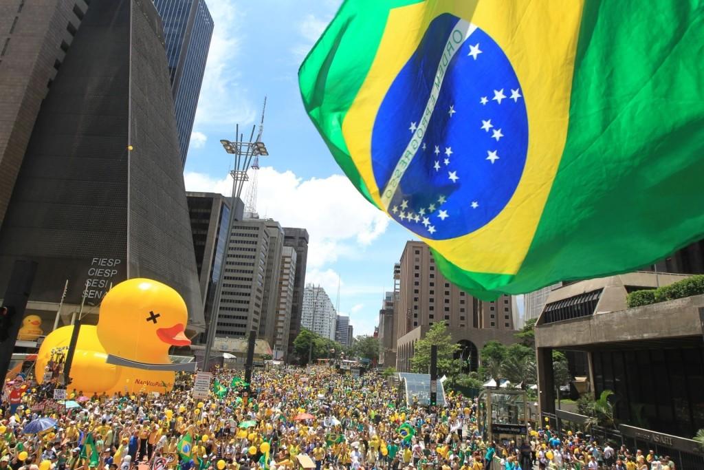 13dez2015---manifestantes-realizam-ato-pelo-impeachment-da-presidente-dilma-rousseff-na-avenida-paulista-em-sao-paulo-1450027254952_1920x1280