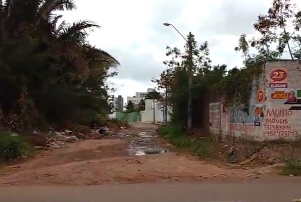 bairro Calhau buraca e esgotos..