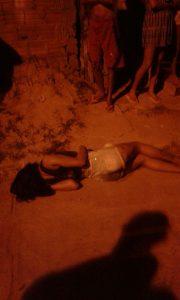 Imagem de Pamela Barros Nogueira 19 anos, conhecida como menina Diabo foi atingida por dois tiros, não resistiu e morreu no local.